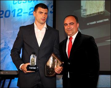 Лучший защитник ВХЛ Сергей Карпов и Герман Скоропупов