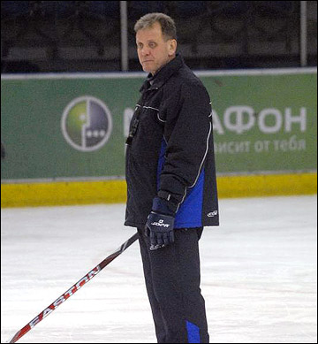 """Михаил Варнаков на тренировке ХК """"Саров"""". 2011 год"""