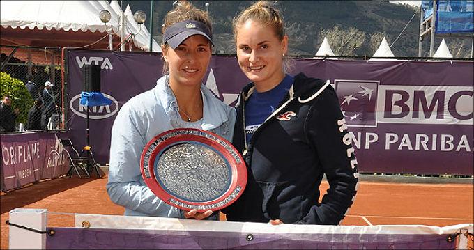 Александра снова победила в паре с чешкой