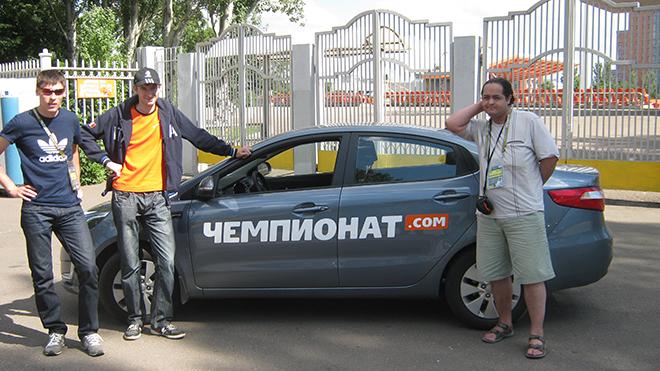 Александр Мысякин, Михаил Тяпков и Антон Третяк с «Чемпионатомобилем» на Украине