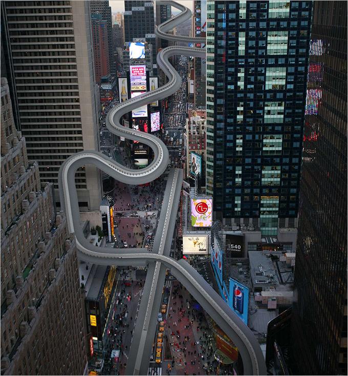 """Санно-бобслейная трасса """"Санки"""" уместилась между небоскрёбами от угла Бродвея и 51-й улицы и до площади Таймс-Сквер."""