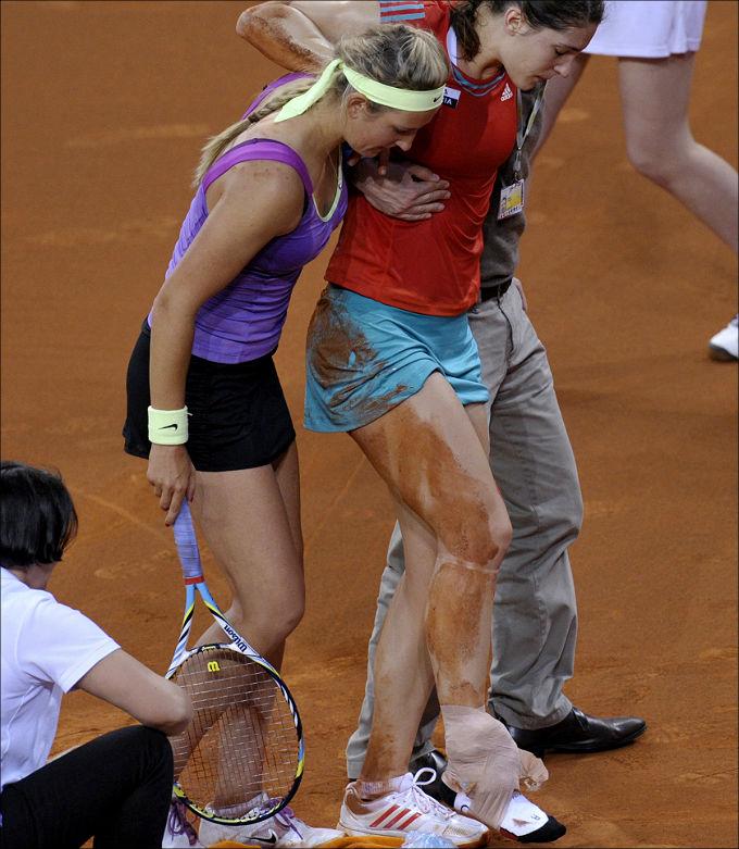 Едва вернувшись, Андреа опять получила травму