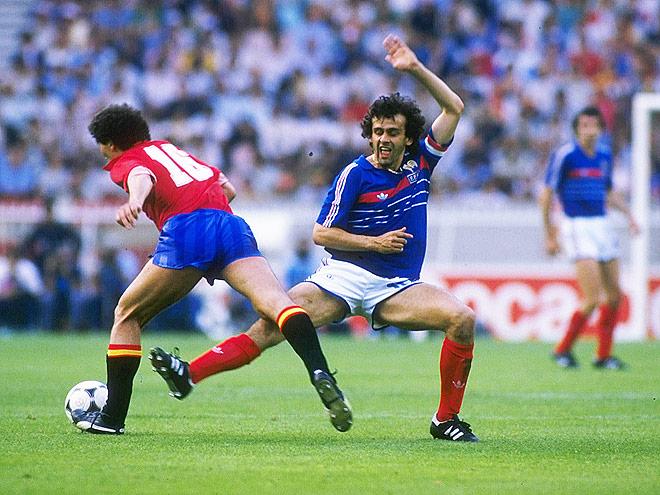 Мишель Платини в финальном матче чемпионата Европы 1984 года с Испанией