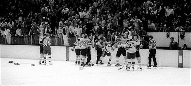 """Фрагменты сезона. Регулярный чемпионат. 26 января 1974 года. """"Филадельфия Флайерз"""" - """"Калифорния Силз""""."""