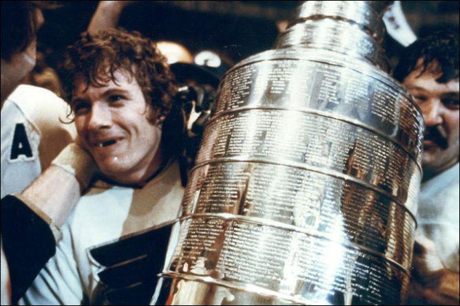 Фрагменты сезона. 19 мая 1974 года. Бобби Кларк и Берни Парент с Кубком Стэнли.