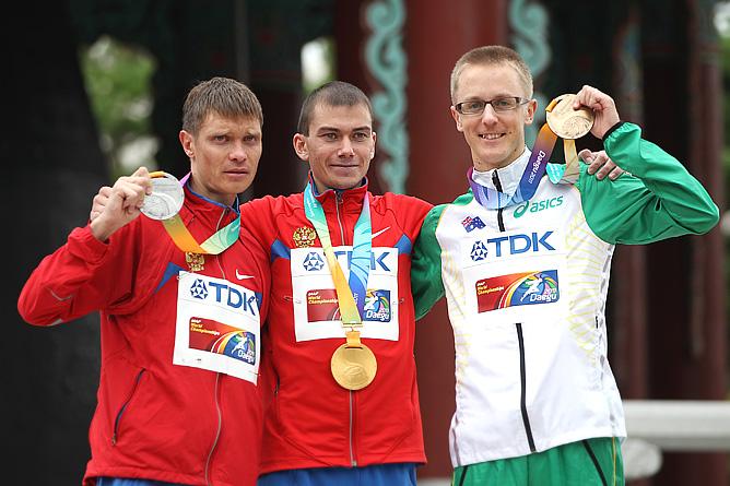 Церемония награждения. Слева направо: Денис Нижегородов, Сергей Бакулин и Жаред Таллент