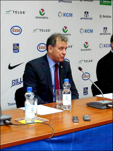 Главный тренер молодежной сборной России Михаил Варнаков