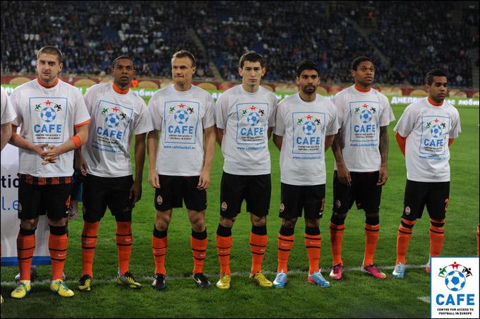 """Игроки """"Шахтёра"""" в специальных футболках в поддержку акции УЕФА"""