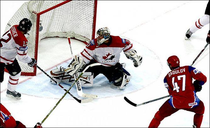 10 мая 2009 года. Берн. Александр Радулов забрасывает победную шайбу в финальном противостоянии со сборной Канады.