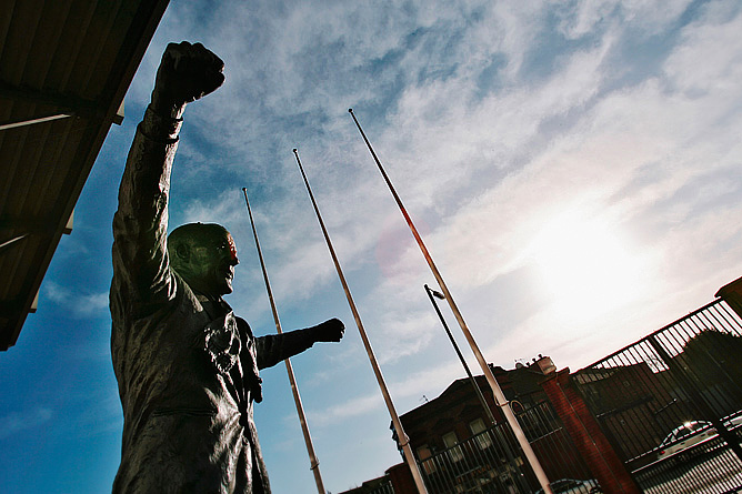 """Памятник Уильяму """"Биллу"""" Шенкли на """"Энфилде"""""""