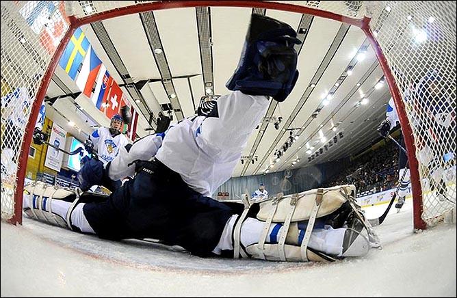 15.04.2010. Чемпионат мира U-18. Словакия - Финляндия - 2:5. Фото 01.