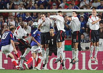 Евро — 2004. Англия — Франция — 1:2. Зидан ударом со штрафного сравнивает счёт