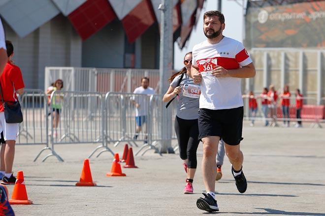 Руководитель «Чемпионата» Дмитрий Сергеев на дистанции пробега