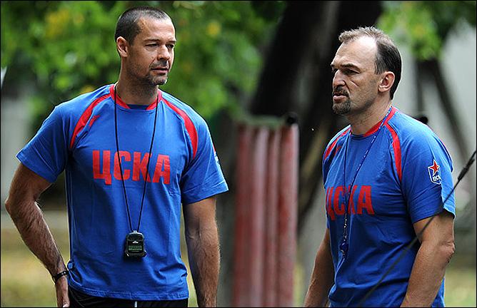 Вячеслав Уваев (справа)