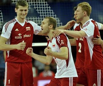 Павел Заторски — либеро сборной Польши (в центре)
