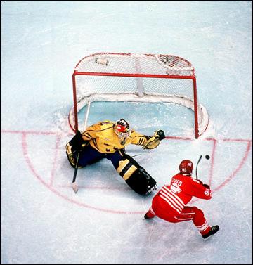 Лиллехаммер-1994. Финал. Швеция — Канада — 3:2 (ПБ). Тогда ещё канадец Петр Недвед против Томми Сало
