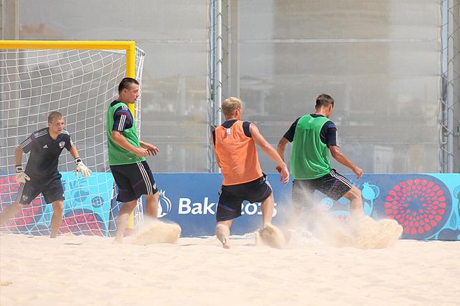 Первая тренировка сборной России по пляжному футболу в Баку