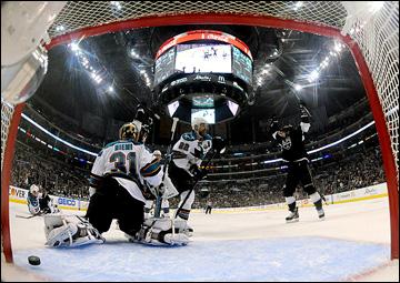 """14 мая 2013 года. Лос-Анджелес. Плей-офф НХЛ. 1/4 финала. Матч № 1. """"Лос-Анджелес"""" — """"Сан-Хосе"""" — 2:0. Гол Славы Войнова"""