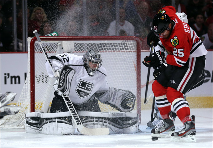 """2 июня 2013 года. Чикаго. Плей-офф НХЛ. 1/2 финала. Матч № 1. """"Чикаго"""" — """"Лос-Анджелес"""" — 2:1. Даже превосходная игра Куика не помогла """"королям"""""""