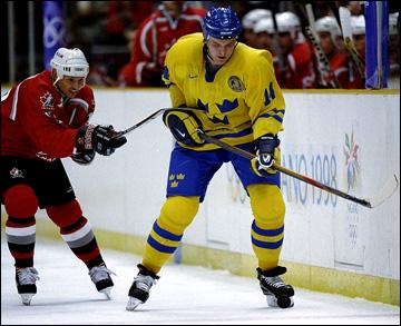 Нагано-1998. Групповой этап. Канада — Швеция — 3:2. Стив Айзерман против Маттиуса Норстрёма