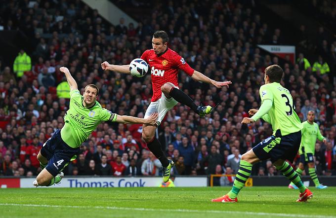"""Манчестер Юнайтед"" (Манчестер) – ""Астон Вилла"" (Бирмингем) – 3:0. Чемпионский гол ван Перси"