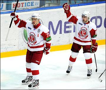 Артемий Панарин и Михаил Анисин заканчивали сезон в других командах, играя в хоккей