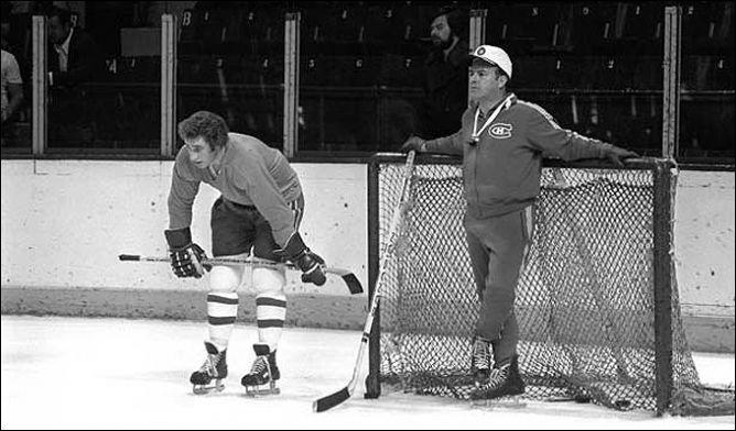 """Фрагменты сезона. """"Монреаль Канадиенс"""" при подготовке к финальной серии. Справа - главный тренер Скотти Боумэн."""