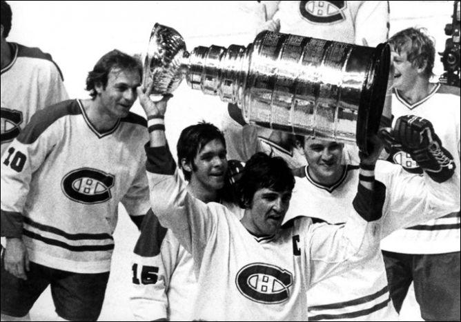 """1979 года. Капитан """"Монреаля"""" Серж Савар со своим последним Кубком Стэнли."""