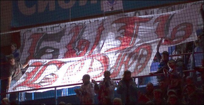 """""""Быть бою"""" - написано на плакате болельщиков """"Сибирь"""". И в этом никто не сомневается."""