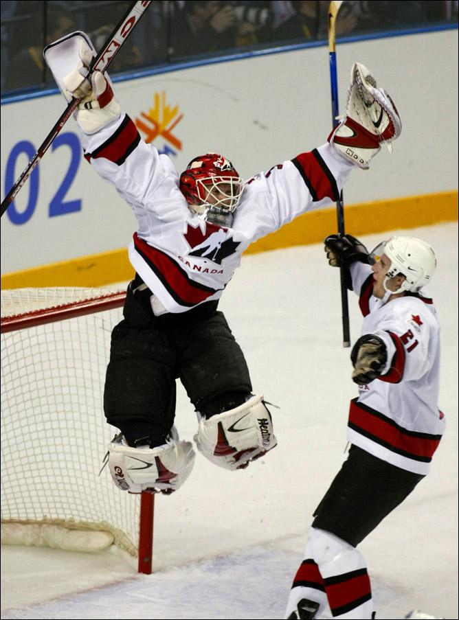 Топ-100 историй ИИХФ. История № 11. Канада выигрывает первую Олимпиаду за полвека. Фото 02.