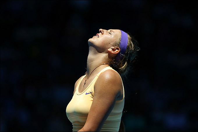 Виктория Азаренко вышла в четвертьфинал, но играла с перепадами