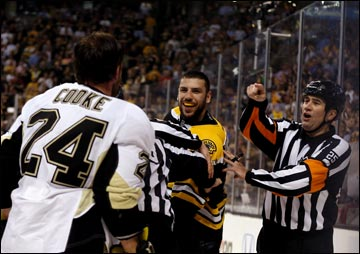"6 июня 2013 года. Бостон. Плей-офф НХЛ. 1/2 финала. Матч № 3. ""Бостон"" — ""Питтсбург"" — 2:1 (ОТ)."