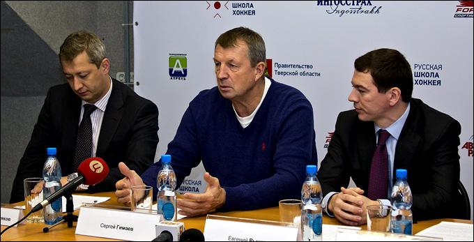 Сергей Гимаев (в центре)