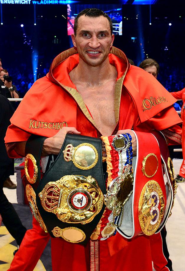 Владимир Кличко с чемпионскими поясами