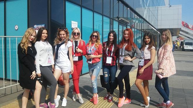 Девушки из группы поддержки
