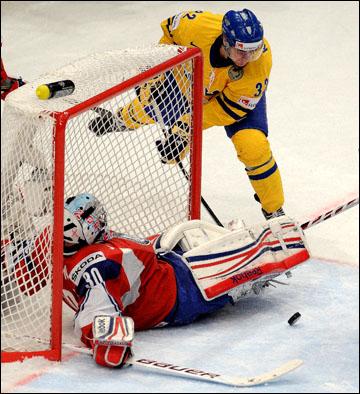 Маркус Крюгер атакует норвежские ворота