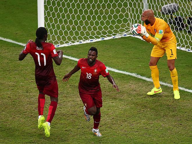 Чемпионат мира — 2014. Группа G. 2-й тур. Португалия — США — 2:2. Только что Силвештре Варела (№18) сравнял счёт