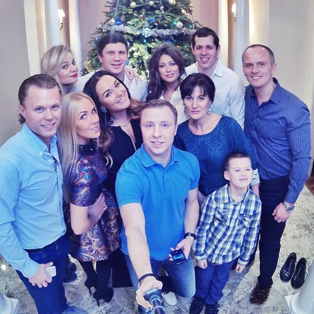 Новый год. Анна Кастерова и Евгений Малкин в компании друзей