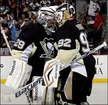 """4 июня 2013 года. Питтсбург. Плей-офф НХЛ. 1/2 финала. Матч № 2. """"Питтсбург"""" — """"Бостон"""" — 1:6. Оба кипера """"пингвинов"""" унесли по три шайбы"""