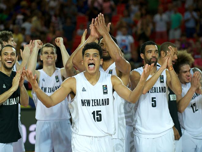 Сборная Новой Зеландии радуется первой победе на чемпионате мира
