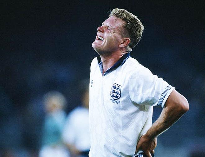 В 1990 году кадры с изображением плачущего Гаскойна после проигранного немцам полуфинала облетели весь мир