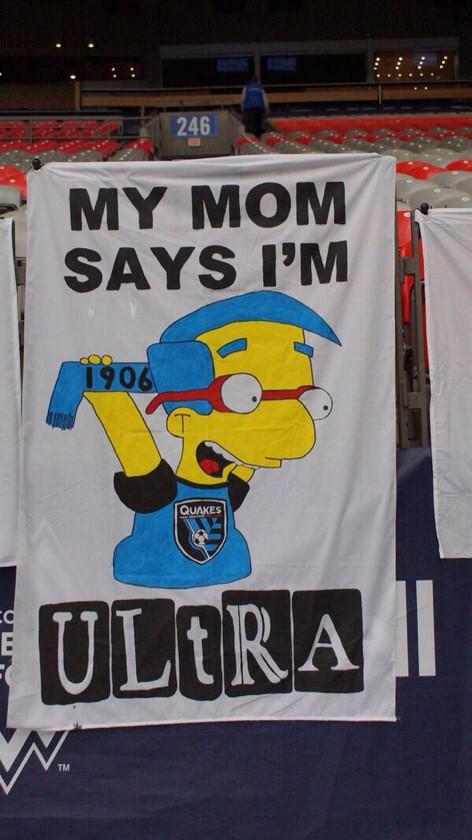 Баннер в ответ на акцию фанатов «Сан-Хосе», напавших на машину с простыми болельщиками: «Мама сказала, что я — ультрас»