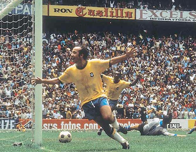 Финал ЧМ-1970. Бразилия - Италия. 4:1. Тостао радуется четвертому голу в ворота «скуадры адзурры».