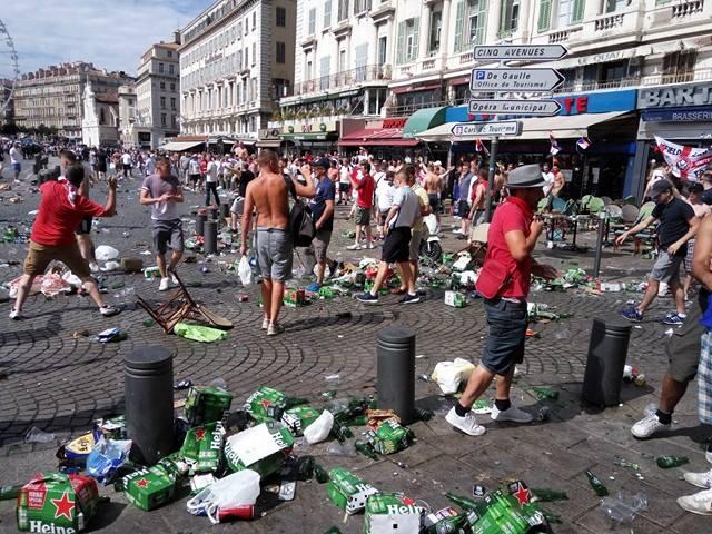 Драка болельщиков в Марселе