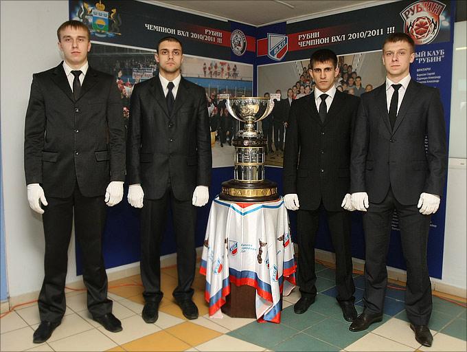 Кубок Братины и его почётный экскорт