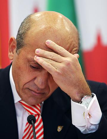 """В конце прошлого года президент """"Севильи"""" Хосе Мария дель Нидо был признан виновным по обвинению в коррупции и приговорён к семи годам лишения свободы"""