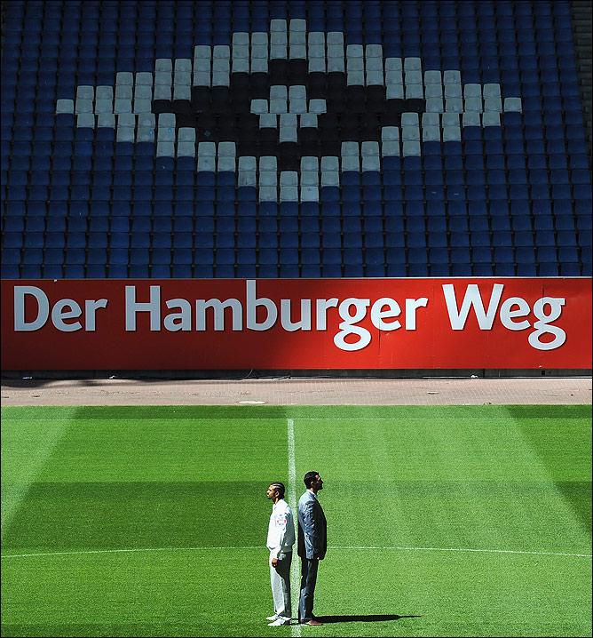 """Поединок состоится на домашней арене футбольного клуба """"Гамбург"""" (Imtech Arena), вмещающей 55000 зрителей."""