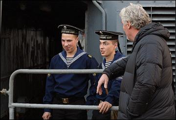 """Милош Ржига беседует с моряками БПК """"Адмирал Шапошников"""""""