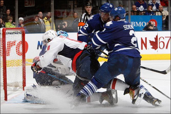 Люк Шенн против Александра Овечкина в регулярном чемпионате НХЛ