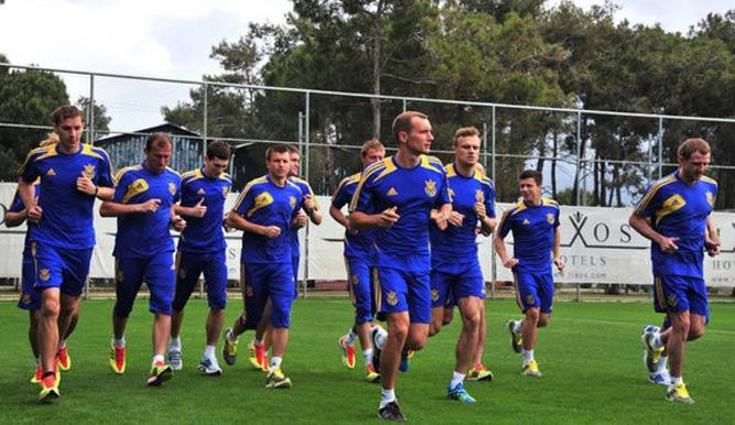 После нескольких дней тренировок украинцы сыграли первый спарринг